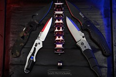 Playing with my light wand and letting the light play off the different angles. (MICHAEL A SANTOS) Tags: michaelasantos saintsphotography sonya7ii sonyalpha sony sony90mmf28macro macrophotography benchmade spyderco leatherman leathermantread compositephotography colorgels lightwand edc