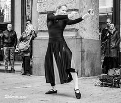 MILANO ARTISTI IN STRADA!! (Roberto.mac.) Tags: milano artisti strada citta arte cultura bw fantasiadelbw biancoenero robertomac