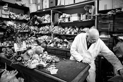 A' la clinique de la poupée... (Paolo Pizzimenti) Tags: paris film magasin paolo olympus e3 zuiko f28 artisan homme argentique clinique poupée doisneau restauration 1260mm oberkampfs