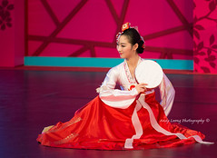 Jilin dancer in her festival gown (Pic_Joy) Tags: costumes heritage dance dancers dancing chinese performance arts culture dancer  tradition      traditionaldance  chinesedance       chinesetraditionaldance    jilinartstroupe  vivocity2013