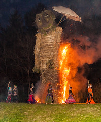 The Spirits of Ishtar group dance as the  9m high Wicker Man is burnt at the 2013 Butser Farm Beltain Festival (Anguskirk) Tags: uk england may hampshire beltane beltain celticfestival wickerman chalton fl36 butserhill 2013 butserancientfarm ancientceremony