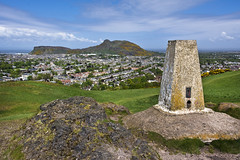 Blackford and Arthurs Seat (Grant_R) Tags: summer scotland edinburgh bluesky arthursseat blackfordhill trigpoint grantr