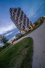 Isarbelle Munich (xxremixx) Tags: house skyscraper wolkenkratzer hochhaus wohnhaus munich mnchen siemenswerke bluehour blauestunde bayern bavaria germany deutschland isarbelle