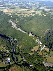 Najac (Franois Magne) Tags: ulm pendulaire vue aerienne ciel extrieur antenne paysage champ prairie village rue place glise vues ariennes najac 12 aveyron