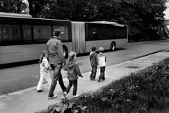 Skolebarn (Bymiljetaten) Tags: aksjonskolevei buss busser mennesker sorthvitt trygg bruker folk menneske person personer