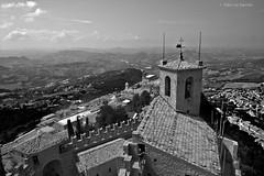Panorama dal monte Titano (sanino fabrizio) Tags: monte titano marino castello storia storico artistico tetti pietra mattoni coppi tegole bianco e nero black white canon 550d 1020 hsd sigma san