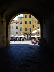 Lucca (fotomie2009 OFF) Tags: piazza anfiteatro lucca arco arch toscana tuscany italy italia