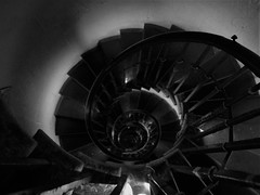 The Staircase of The Monument for the Great Fire of London (Alana Erica) Tags: takenonmynikond50 jaffaeatingacake trips rememberence history themonument thegreatfireoflondon tower 311stairs stone staircase spiral sortof fibonaccisequence photography monochrome greyscale blackandwhite