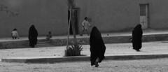 les dames du desert (camillacamomilla) Tags: muslim bedouine women totalblack marocco morocco adventure culture desert