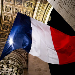 Not a spannish flag... (SamTheBeardedGuy) Tags: night paris parisbynight architecture roof arcdetriomphe city perspective monument
