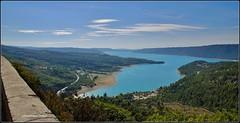Lac de Sainte-Croix (Dominique Dufour) Tags: lacdesaintecroix lac ciel cielbleu retenuedeau barrage paysage verdon gorgesduverdon fujis5pro fuji dominiquedufourphoto dominiquedufourflickr