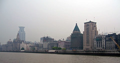 Bund vom Huangpu-Fluss (loitz79) Tags: geo:lat=3124279700 geo:lon=12148759900 geotagged bund china chn hongkou huangpufluss shanghai shanghaishi smog 上海 中国 外滩 烟雾 黄浦江