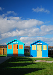 Beach huts for hire at Little Shore, Amble (neil mp) Tags: northumberland amble coquet harbour estuary beachhuts littleshore shadow grass
