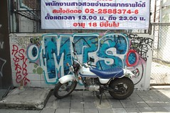 Suzuki Style - Sukhumvit Rd Bangkok (jcbkk1956) Tags: bangkok thailand sukhumvitroad motorcycle bike suzuki street graffiti nikon d70s nikkor 1870mmf3545 sign blue worldtrekker