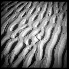 Tr 3 (soilse) Tags: sea blackandwhite beach sand colours phone patterns squareformat phonecamera gaeltacht phoneimage mobilecamera mobilephonecamera app cellphonecamera iphone gaothdobhair farraige 2013 tr anghaeltacht dnnangall iphonecamera iphoneapp iphonography march2013 hipstamatic hipstamaticapp hipstamaticcamera iphoneogrphy gainnimh trmhachairegathln teachabhid mrta2013