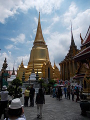 Gold Wat,, Grand Palace (Connie Churcher) Tags: travel bird thailand temple bangkok buddha royal jade grandpalace temples emerald emeraldbuddha phraborommaharatchawang grandpalacetemples