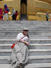 Temple fatigue (Connie Churcher) Tags: travel bird thailand temple bangkok buddha royal jade grandpalace temples emerald emeraldbuddha phraborommaharatchawang grandpalacetemples