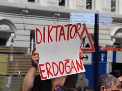 no words (Rasande Tyskar) Tags: erdogan dictator dikatator diktatur türkei protest democracy demokratie putch coup turkey darbe diktatörlük cc protesto demokrasi türkiye
