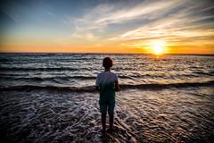 L-bas (PaxaMik) Tags: ocan ocaen atlanticocean atlantique horizon silhouette sun landes mimizan coucherdesoleil soleilcouchant zen vagues