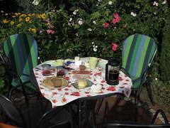 Urlaubsfrhstck am Samstagmorgen im Garten (multipel_bleiben) Tags: frhstck zugastbeifreunden