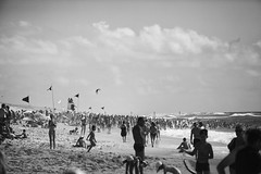 Biscajuillet2016BW (desdoe) Tags: beach life summer blackandwhite bluesky people crowd gens 2016 desdoe foule flickr biscarrosse aquitaine france french