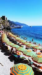 I colori dell'estate #cinqueterre #summer #ombrelloni #blusky #mare #estate2016 #colori #liguria  #monterosso (eleonoraborselli) Tags: estate2016 summer mare colori monterosso blusky ombrelloni liguria cinqueterre