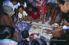 Bali, Padang Bai, Temple festival, games - Explore (blauepics) Tags: indonesien indonesia indonesian indonesische bali island padang bai hindu religion temple tempel festival fest tempelfest people leute men mnner locals einheimische zuschauer spectators kids children kinder game spiel explore