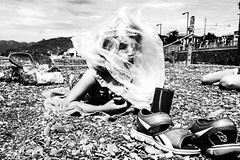 IMG_6346-Modifica (Gabrio Malonni) Tags: blackandwhite bw black biancoenero bn bimba kid beach fun italy iphone summer june streetphoto streetphotographers street streetphotography 2016