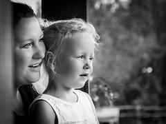 Mother & Daughter Love (DieLei) Tags: blackandwhite blackwhite black white zwart wit portret portrait kids kinderen dierentuin emmen wildlands