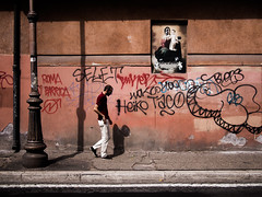 Roma - 2016 (Enzo D.) Tags: italia italy man olympus roma rome shadows street wwwenzodemartinocom lazio it wall signs lamp sidewalk