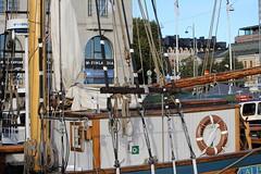IMG_0011 (www.ilkkajukarainen.fi) Tags: ship laiva purje alus sailing masto kysi kauppatori salutorget herring festival silakka suomi eu europa finland albanus pelastus rengas finlandia puud puu