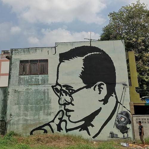 A tribute to the soul of the nation Thailand.  Thai people mourn the King Rama 9.  ปวงข้าพระพุทธเจ้า ขอน้อมเกล้าน้อมกระหม่อมรำลึกในพระมหากรุณาธิคุณหาที่สุดมิได้ ข้าพุทธเจ้าพร้อมครอบครัว และพี่น้องชาวไทย ขอไว้อาลัย แด่บุรุษผู้ยิ่งใหญ่แห่งประเทศไทย  พระมหาก