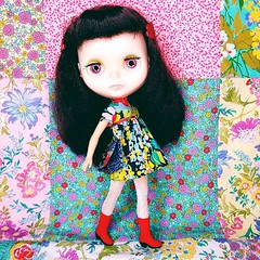 Anouk works it in a new dress and handbag set, now available in my Etsy shop 💜