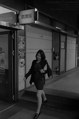 * City Girl... (DAAutoManiA) Tags: leica leicam7 m7 minolta mrokkor40mm mrokkor kentmere kentmere400 k400 kodak d76 11 silverfast monochrome street streetphotography candid ishootfilm shootfilm believeinfilm buyfilmnotmegapixel filmisnotdead