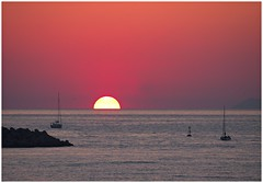 pink horizon (kurtwolf303) Tags: sky himmel sun sonne ships schiffe meer sea ocean sundown sonnenuntergang sunset horizont horizon italy italien italia castellammare europe seaview meerblick olympusem1 omd microfourthirds micro43 systemcamera pink rosa kampanien unlimitedphotos topf25 topf50 250v10f 500v20f topf75 750views topf100 800views 1000v40f