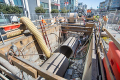 160927_1186_4thStSTS (Central Subway) Tags: centralsubway kingstreet muni sf sfmta sts sanfrancisco sanfranciscomunicipalrailway sanfranciscomunicipaltransportationagency tthirdline townsendstreet construction extension lightrail phase2 project sewer surfacetrackwork trench trenchshield utilitywork