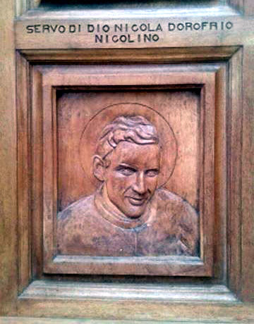 1. «NICOLINO» sul Portale della «Eglise Paroissiale Saint Cesaire» di Grosseto-Prugna Porticcio in CORSICA