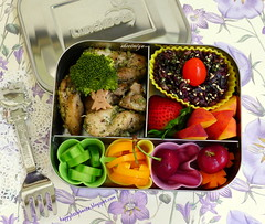 Herby Chicken Lunchbots Bento (sherimiya ) Tags: school chicken tomato cherry lunch pepper kid healthy strawberry cucumber sheri peach broccoli delicious homemade carrot bento onion trio pickled herb blackrice obento furikake lunchbots sherimiya