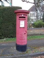 Edward 8th Pillar Box, Priory Road, Sunningdale, SL5 65 (aecregent) Tags: postbox royalmail pillarbox sunningdale edward8th eviiir 170413 sl565