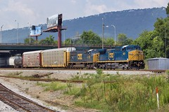 CSX Q235-04 at Chattanooga, TN (KD Rail Photography) Tags: csx howtomorrowmoves westernatlantic qualityinmotion c449w dash9 d944cw sd70m trains railroads transportation ge generalelectric emd electricmotivedivision chattanooga tennessee urbanrailroad summerweather summerseason