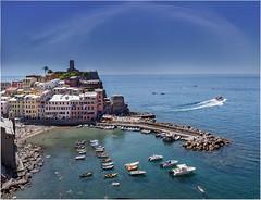 Porto Vernazza (Giovanni Giannandrea) Tags: liguria vernazza la spezia obertenghi italy harbour port vulnetia