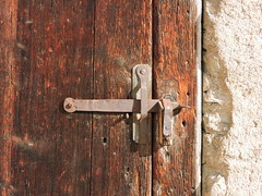 DSCN3968 (keepps) Tags: switzerland suisse schweiz fribourg montbovon summer door latch wood