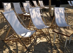 Relax (Ellenore56) Tags: 06092016 sonnenstuhl stuhl chair foldingchair lawnchair liegestuhl sunchair sonne sun sand grit lichtundschatten schatten shadow lightandshadow szene scene sequence szenerie scenery setting relax detail moment augenblick sichtweise perception perspektive perpective reflektion reflection reflexion farbe color colour licht light inspiration imagination faszination magic panasonicdmctz61 ellenore56 klappstuhl