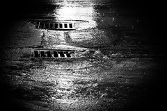 Abwrts (O.I.S.) Tags: sw bw black water wasser gully storm drain road strase street regen rain