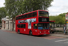 Route 188, Abellio London, 9828, LG52XYJ (Jack Marian) Tags: route188 abelliolondon 9828 lg52xyj alexander dennis dennistrident2 trident alx400 alexanderalx400 northgreenwich greenwich greenwichtowncentre greenwichcuttysark russellsquare buses bus london
