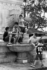 Les Garons d'Aigues Mortes / The Boys of Aigues-Mortes (JonathanStutz) Tags: children youth enfants enfance aiguesmortes fontaine vacances t group summer holiday france boys garons