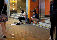 """""""audience"""" (hugo poon - one day in my life) Tags: xpro2 23mmf2 hongkong northpoint kingsroad mtr streetperformer audience passingby citynight colours"""