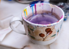 F3588 ~ The old cup charmed me... (Teresa Teixeira) Tags: atelier attheartistsatelier paintingtool cup colours teresateixeira stilllife