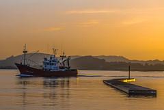 Una jornada más (javipaper) Tags: santoña puerto atardecer sunset cantábrico barcos sea mar pesquero pesca