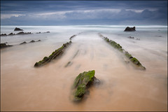 Barrika (jeanny mueller) Tags: dragon lines dragonlines beach rock sea mare atlantic atlantico barrika sopelana basque basquecountry playadebarrika playa spain spanien espana cantrabrico nature seascape longexposure